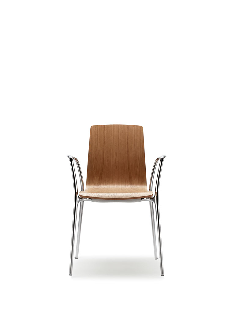 Gorka by AKABA | wooden shell | with armrests