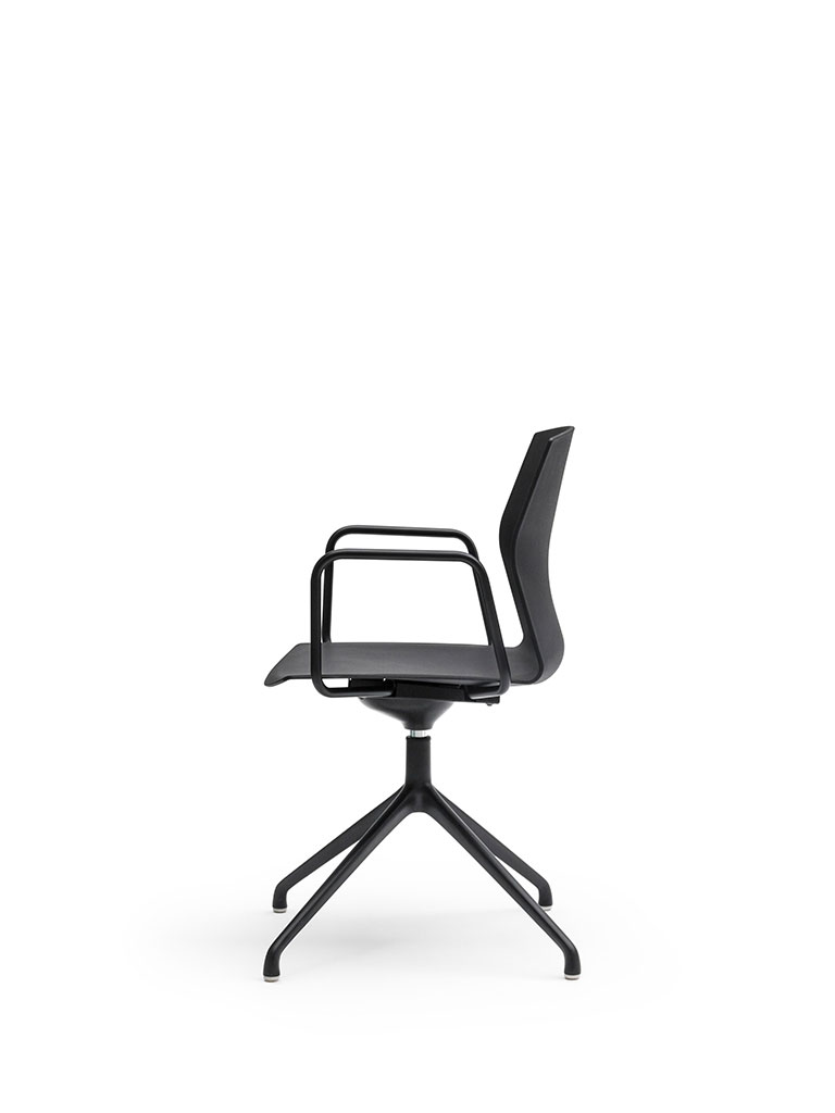 Kabi Swivel by AKABA | swivel chair | lateral view