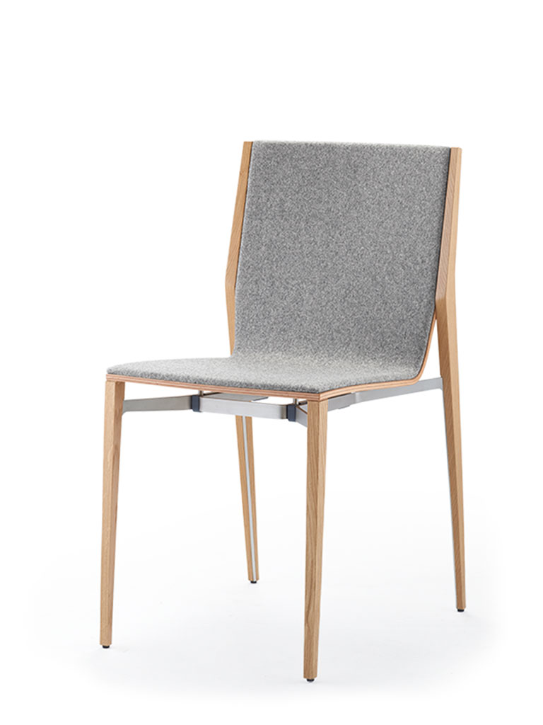 tendo | four-legged chair | fully upholstered front