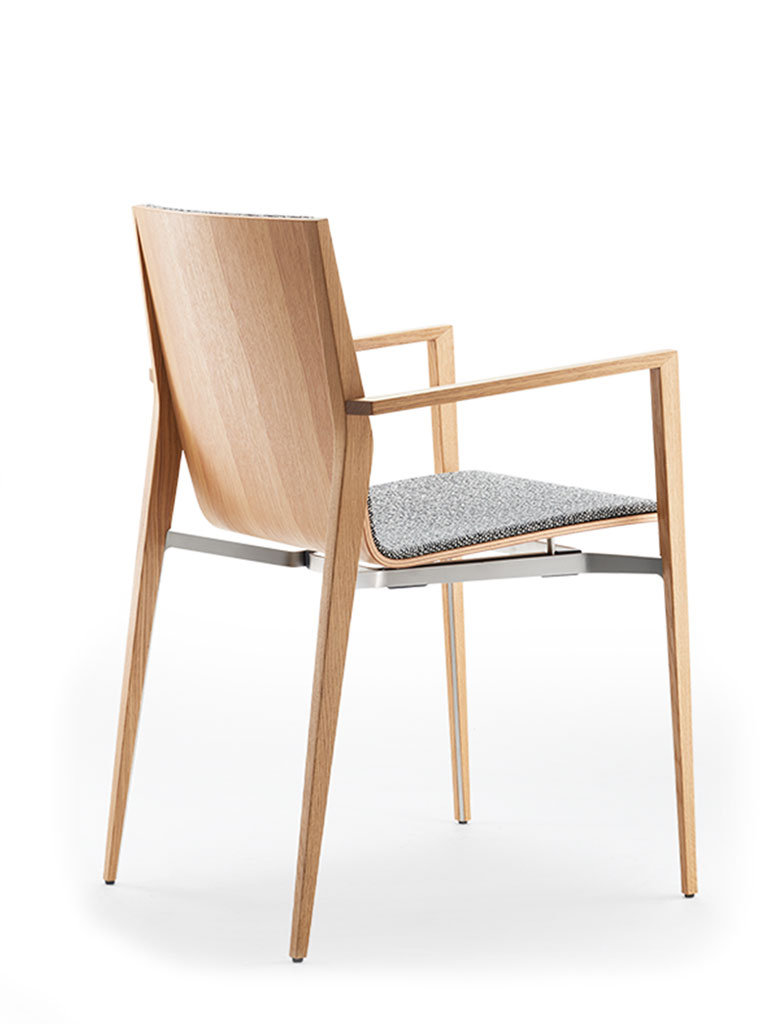 tendo | four-legged chair | fully upholstered front | with armrests