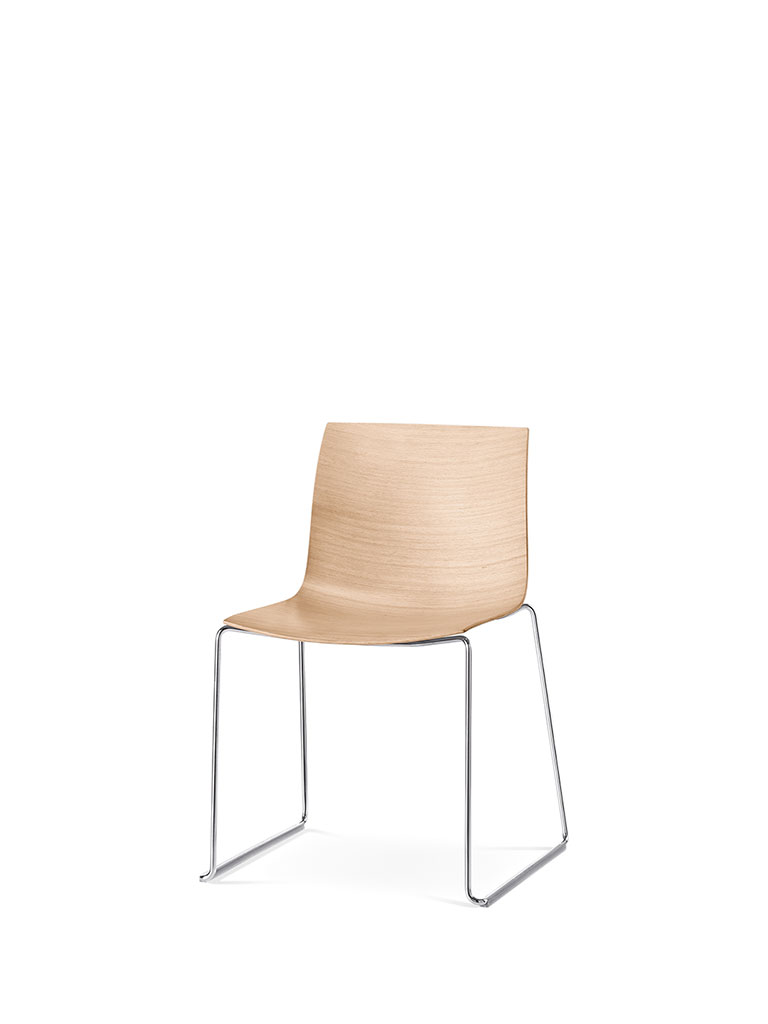 Catifa 46 by Arper | skid-base chair | wooden shell